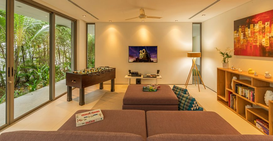 13. Villa Roxo - Spacious entertainment room