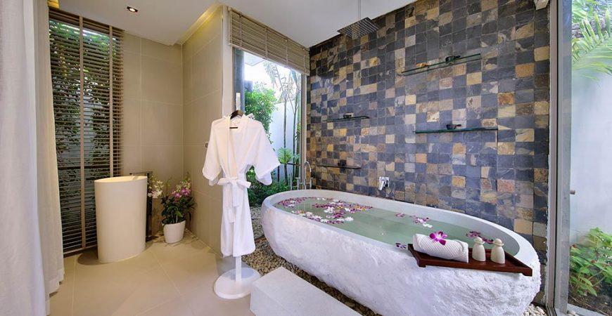 6. Villa Tievoli - Luxurious spa bath area