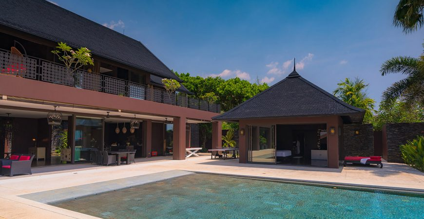 Villa Saanti - Pool and villa